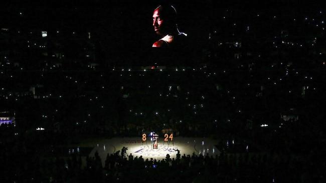 Duka atas kepergian Kobe Bryant yang meninggal karena kecelakaan helikopter masih terasa di Staples Center.