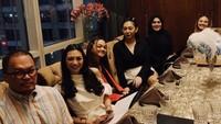 Meski telah bercerai, Faisal Harris tetap datang ke perayaan ulang tahun putrinya. Dia berkumpul bersama Sarita dan anak-anaknya yang lain pada Desember tahun lalu. (Foto: Instagram @shafaharris)