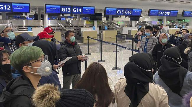 Pemerintah menyatakan penundaan penerbitan visa dilakukan untuk mencegah penularan virus corona semakin meluas.