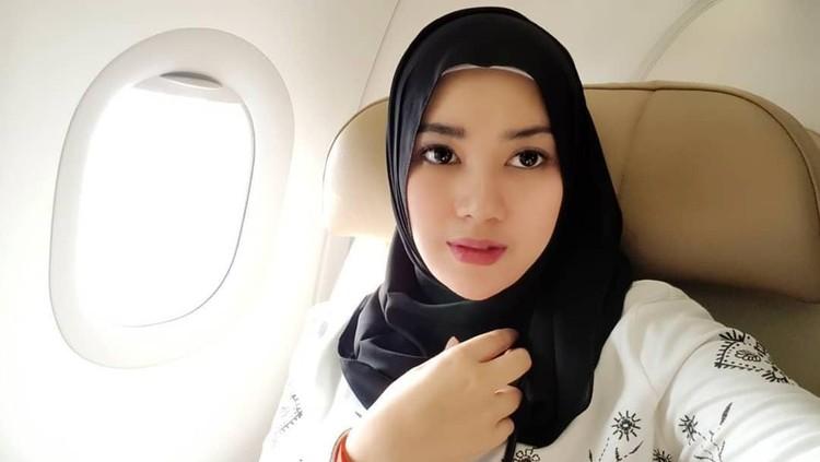 Postingan istri penyanyi Opick, Bebi Silvana tentang virus corona menimbulkan berbagai reaksi dari netizen. Bebi akhirnya mengklarifikasi dan meminta maaf.