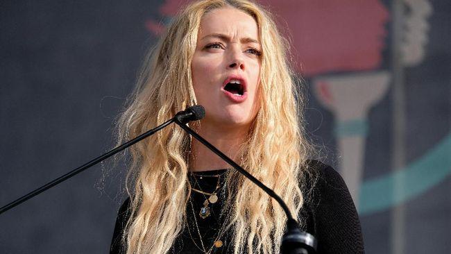 Kasus pengakuan Amber Heard melakukan kekerasan kepada Johnny Depp membuat studio Aquaman 2 membahas ide pemecatan aktris tersebut.