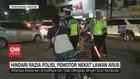 VIDEO: Hindari Razia Polisi, Pemotor Nekat Lawan Arus