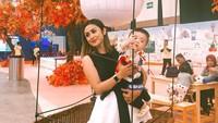 <p>Ibu satu anak ini sering pergi bersama Abizard. Ia juga mengunggah foto kebersamaan dengan anak semata wayangnya ini. (Foto: Instagram @selvikitty)</p>