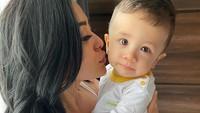 <p>Semenjak Abizard mengidap penyakit kawasaki, Selvi memutuskan untuk lebih banyak menghabiskan waktu bersama sang anak. (Foto: Instagram @selvikitty)</p>