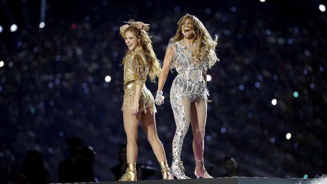 Warganet mempertanyakan penghormatan untuk Kobe Bryant yang disebut akan diberikan oleh Shakira dan Jennifer Lopez di paruh waktu Super Bowl 2020.