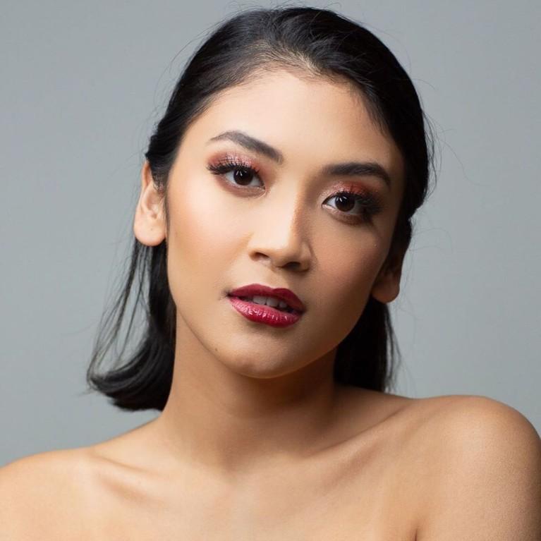 Canti Tachril juga terlihat akrab dengan Luna Maya. Ia juga merupakan salah satu artis yang dipercaya menjadi brand ambassador produk kecantikan milik Luna.