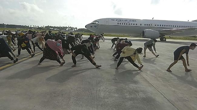 Sebanyak 238 WNI yang diobservasi di Natuna karena Virus Corona telah tiba di Jakarta, Sabtu (15/2) sore.