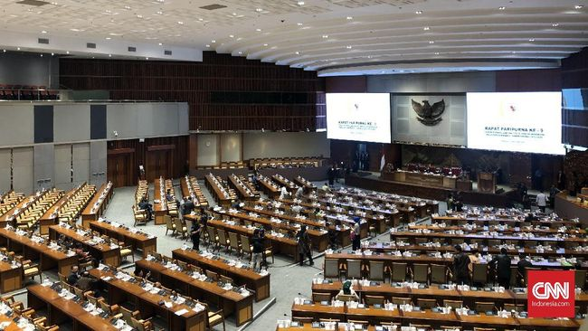 Rapat Paripurna ke-9 DPR Masa Persidangan II Tahun Sidang 2019-2020 diwarnai kursi kosong anggota dewan dan berlangsung molor, di Ruang Rapat Paripurna DPR, Senayan, Jakarta, Senin (3/2).