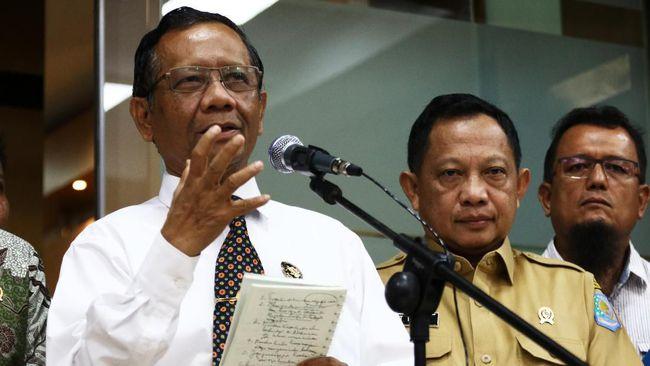 Menko Polhukam Mahfud MD menyebut ada dugaan keterlibatan aparat dalam penembakan terhadap Pendeta Yeremia di Intan Jaya.