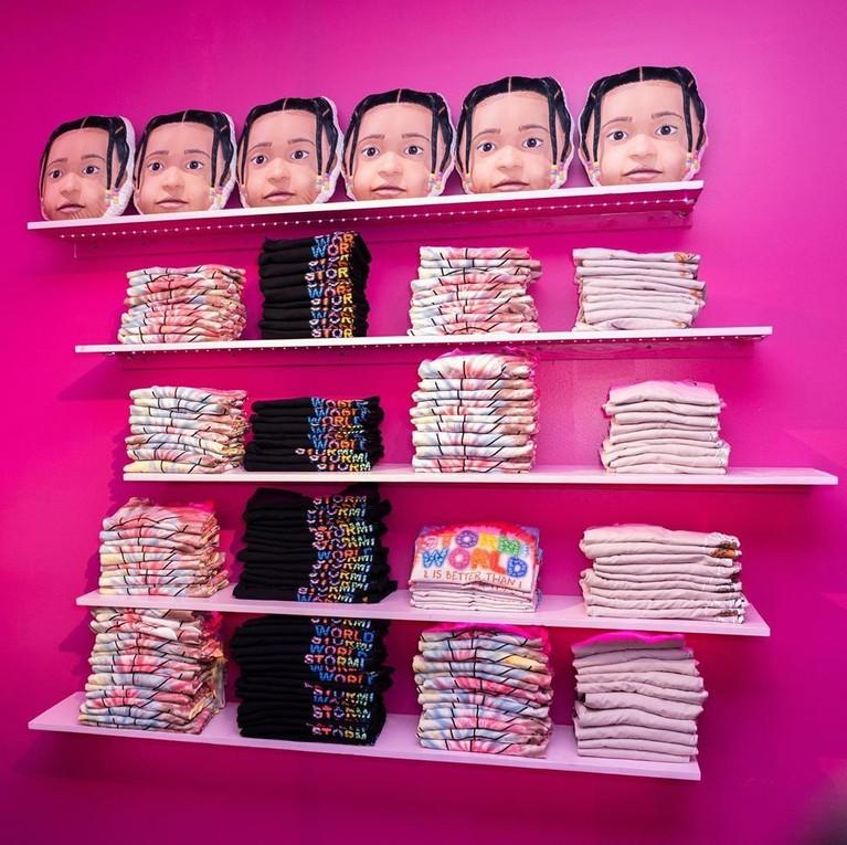 Kylie juga membuat berbagai macam merchandisebergambar wajah Stormi.