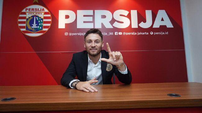 Gelandang Persija Jakarta, Marc Klok masih harus menyelesaikan dua langkah lagi untuk menjadi Warga Negara Indonesia (WNI).