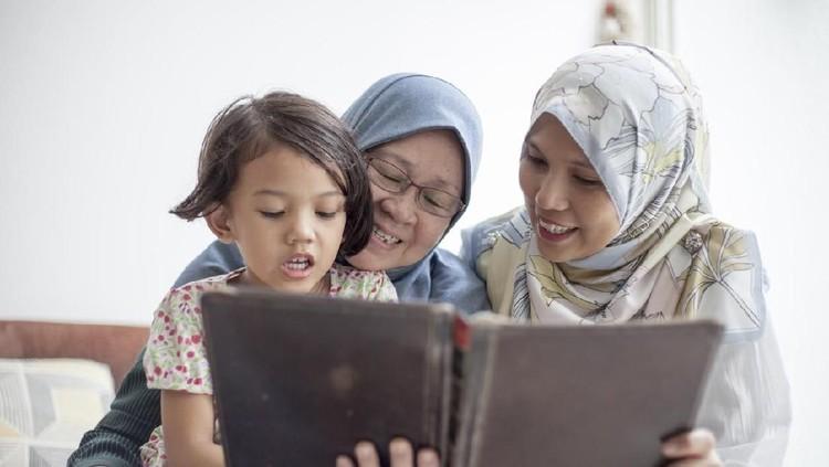 Muncul pertanyaan mengenai perbedaan pola didik antara orang tua dan mertua. Jika sudah demikian, apa saran psikolog untuk mengatasinya?