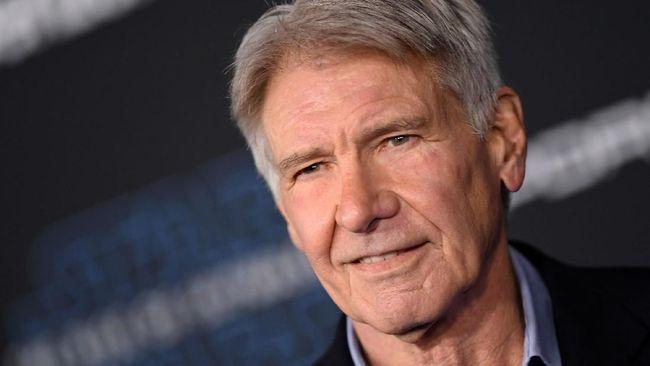 Harrison Ford memerankan tokoh Indiana Jones sejak kemunculan pertamanya di film Raiders of the Lost Ark tahun 1981.