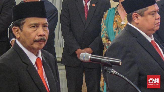 Presiden Joko Widodo resmi melantik Kepala Badan Pembinaan Ideologi Pancasila (BPIP) Yudian Wahyudi di Istana Negara, Jakarta, Rabu (5/2).