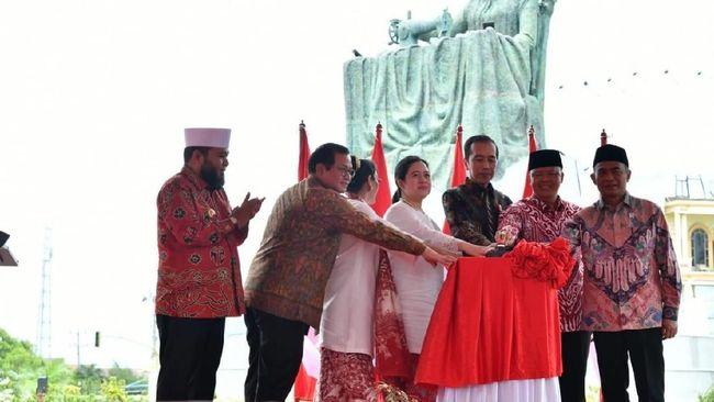 Fatmawati merupakan ibu negara pertama Republik Indonesia. Dia adalah istri Soekarno dan ibu dari Guntur, Megawati, Rachmawati, Sukmawati dan Guntur.