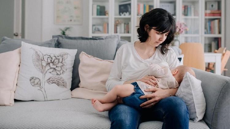 Seringnya, ketika ibu menyusui, minum obat akan menimbulkan efek samping ke bayi. Namun, kenapa obat epilepsi boleh dikonsumsi saat menyusui?