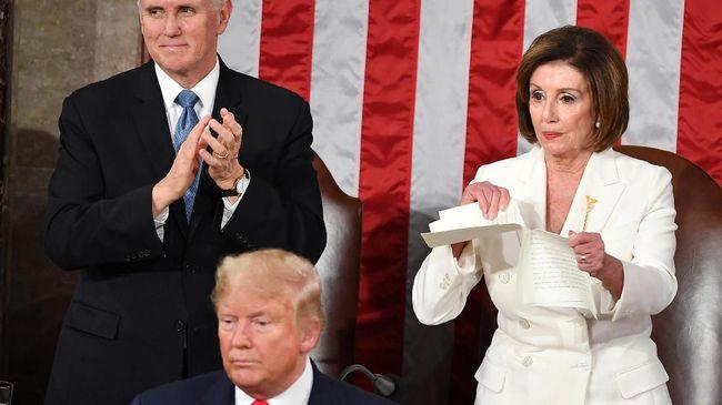 Tak cuma lewat aksinya merobek kertas pidato Donald Trump, Nancy Pelosi juga menunjukkan kekuatannya sebagai perempuan melalui fashion.