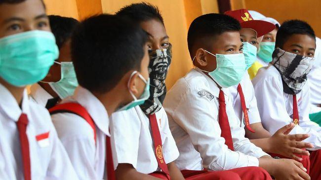 Wabah virus corona memunculkan kepanikan. Sekalipun begitu, orang tua perlu memastikan bahwa anak-anak harus merasa aman dan tenang.