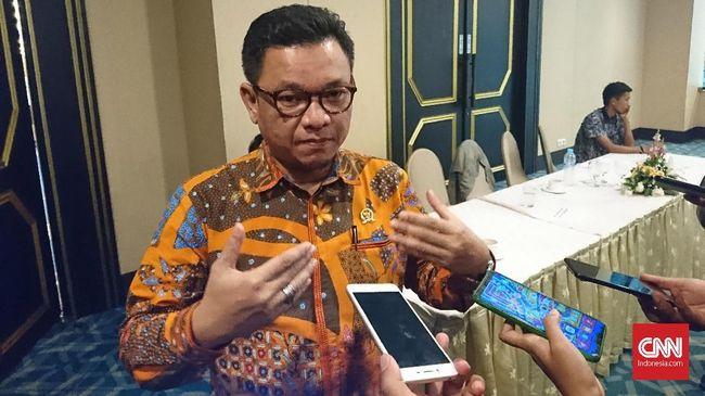 Wakil Ketua Komisi VIII DPR Ace Hasan meminta Menteri Agama Fachrul Razi berhenti melontarkan pernyataan-pernyataan kontroversial yang membuat gaduh masyarakat.