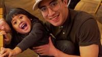 <p>Varel yang merupakan putra pertama Venna terlihat sangat menyayangi Vania. Dia kerap menyempatkan waktunya untuk bermain bersama adik kecilnya. (Foto: Instagram @vennamelindareal)</p>