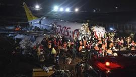 FOTO: Cuaca Buruk, Pesawat Boeing 737 Tergelincir di Turki