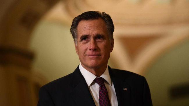 Senator Partai Republik Mitt Romney pindah haluan dengan menyatakan Donald Trump menyalahgunakan kekuasaan sebagai presiden.