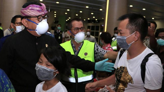 Wakil Gubernur Bali Tjokorda Oka Artha menyatakan pihaknya lebih fokus pada kesehatan masyarakat dan menunda seluruh acara kepariwisataan.