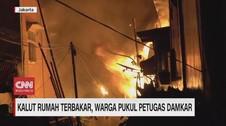 VIDEO: Kalut Rumah Terbakar, Warga Pukuli Petugas Damkar