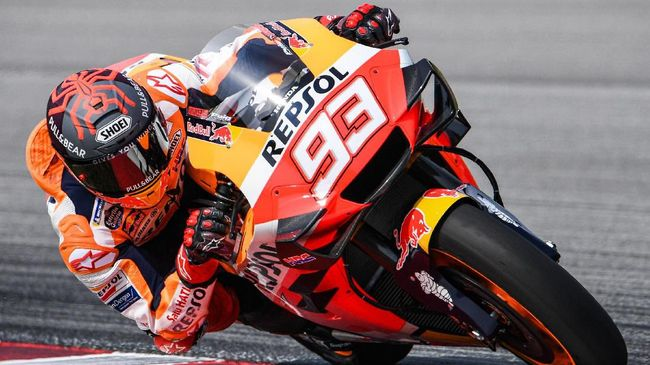 Repsol Honda Team's Spanish rider Marc Marquez steers through a corner during the second day of the pre-season MotoGP winter test at the Sepang International Circuit in Sepang on February 8, 2020. (Photo by Mohd RASFAN / AFP)