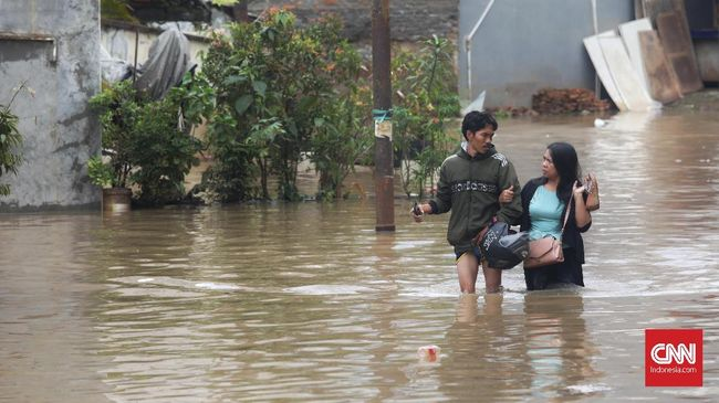 Hujan ekstrem di Jakarta mengakibatkan banjir di banyak titik. Jalan DI Pandjaitan di Jakarta Timur dikabarkan putus.
