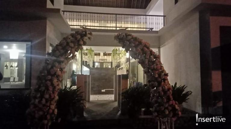 Vanessa Angel dan Bibi Ardiansyah akan menggelar resepsi pernikahan keduanya di Koderatu Beach Club, Badung, Bali hari ini, Sabtu (8/2).