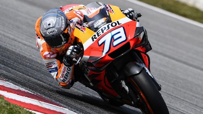 Repsol Honda Team's Spanish rider Alex Marquez steers through a corner during the second day of the pre-season MotoGP winter test at the Sepang International Circuit in Sepang on February 8, 2020. (Photo by Mohd RASFAN / AFP)