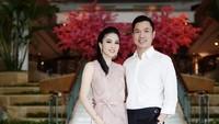 <p><strong>Sandra Dewi dan Harvey Moeis</strong>  Sandra Dewi dipersunting oleh seorang pengusaha kaya bernama Harvey Moeis. Mereka saat ini punya dua anak yang lucu-lucu. Keduanya sering dibilang mirip karena bentuk hidung dan senyum mereka. (Foto: Instagram @sandradewi88)</p>