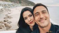<p><strong>Raisa Adriana dan Hamish Daud</strong>  Pernikahan Raisa dan Hamish sempat membuat netizen geger. Bagaimana tidak, Bun? Keduanya merupakan pasangan yang banyak diidolakan netizen.<br /><br />Raisa dan Hamish disebut punya wajah yang mirip. Mungkin ini karena mereka sama-sama punya bentuk wajah oval. (Foto: Instagram @hamishdw)</p>