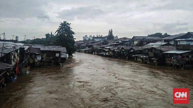 Sekitar 130 rumah di daerah Manggarai terendam banjir satu meter.