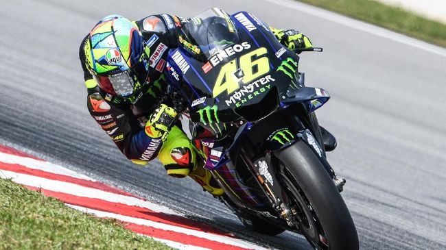 Monster Energy Yamaha's Italian rider Valentino Rossi steers through a corner during the second day of the pre-season MotoGP winter test at the Sepang International Circuit in Sepang on February 8, 2020. (Photo by Mohd RASFAN / AFP)