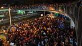 Puluhan ribu umat Hindu berdesakan merayakan festival Thaipusam di Gua Batu, Malaysia, sejak Sabtu (8/2) pagi, sebuah ritual penebusan dosa kepada Dewa Muruga.
