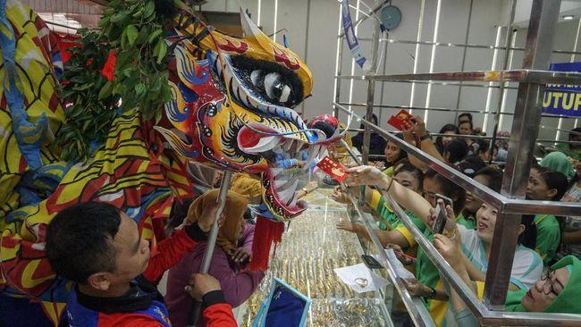 Mengenang kemeriahan Cap Go Meh sebelum pandemi melanda, berikut sejumlah kota dengan perayaan Cap Go Meh paling meriah di Indonesia.