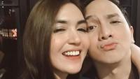 <p><strong>Kyku dan Ge Pamungkas</strong>  Stand up comedian, Ge Pamungkas menikah dengan artis bernama Anastasia Herzigova alias Kyku. Karena memiliki bentuk wajah oval dan hidung yang sama-sama mancung, pasangan yang baru menikah ini sering dibilang mirip. (Foto: Instagram @kykuu)</p>