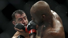 Reyes: Jon Jones Pensiun karena Takut Rematch