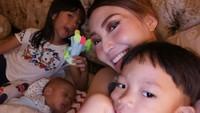 <div>Quality time sederhana ala Ayu Dewi, kumpul bareng anak-anak. (Foto: Instagram @mrsayudewi)</div>