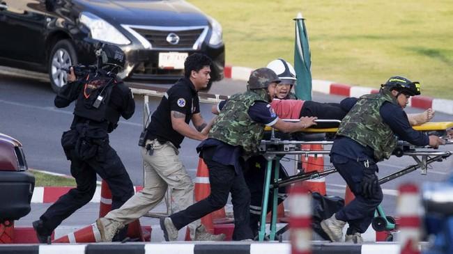 Malam Minggu di Thailand mendadak horor setelah seorang tentara melakukan penembakan massal membabi-buta ke sebuah pusat perbelanjaan.
