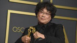 Banyak Trofi, Bong Joon-ho Minta Maaf ke Pengukir Piala Oscar