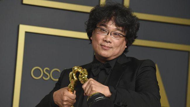 Setelah sukses memboyong 4 piala Oscar tahun lalu, sutradara film Parasite, Bong Joon-ho bakal tampil di ajang Piala Oscar 2021.