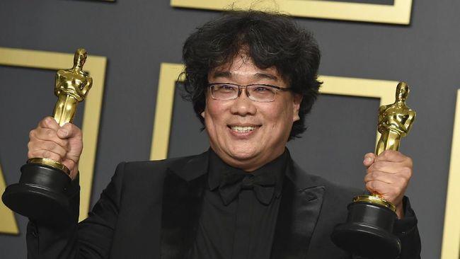 Presiden Moon Jae-in mengundang Bong Joon-ho ke istana pekan depan untuk menyampaikan apresiasi setelah sutradara Parasite itu menang empat piala Oscar 2020.