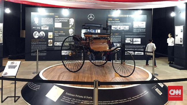 Cikal bakal mobil di dunia dipercaya adalah kendaraan roda tiga bernama TriCar atau Benz Patent-Motorwagen yang diciptakan pendiri Mercedes-Benz.