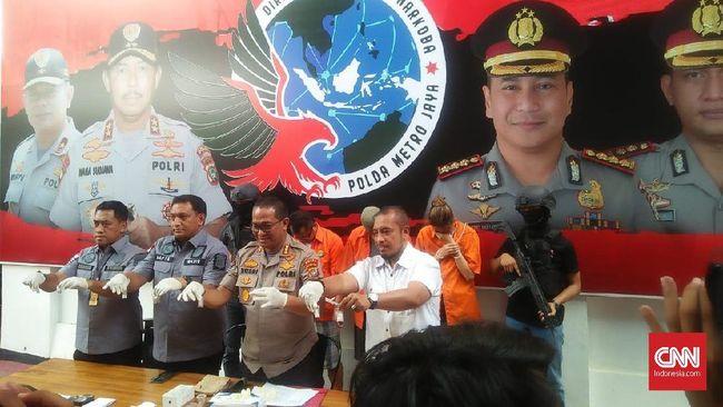 Polisi mengatakan aktris Nanie Darham mendapatkan kokain lewat paket dari luar negeri sebelum dijual di Jakarta.