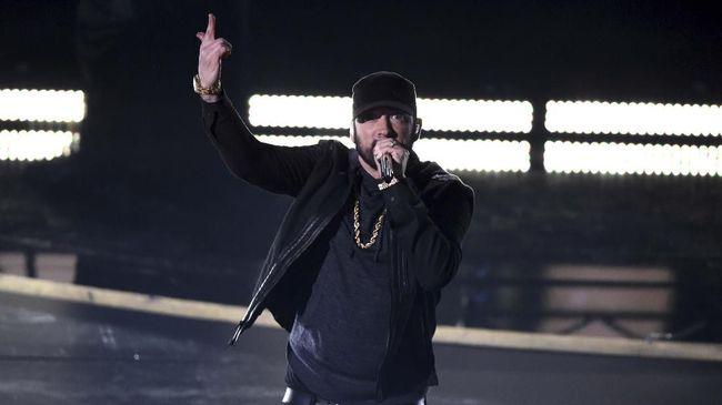 Eminem secara resmi membuka restoran bernama Mom's Spaghetti di Detroit pada Rabu (29/9) lalu, terinspirasi dari lirik lagu Lose Yourself.