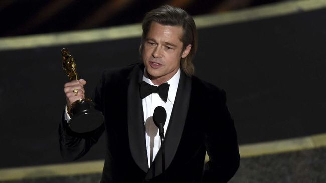Brad Pitt merupakan aktor yang memulai kariernya di Hollywood sejak 1987. Aktor kelahiran 18 Desember 1963 ini membintangi sederet film hit beragam genre.