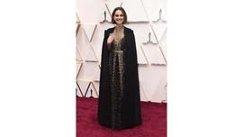Pesan Feminis Gaun Natalie Portman di Oscar 2020